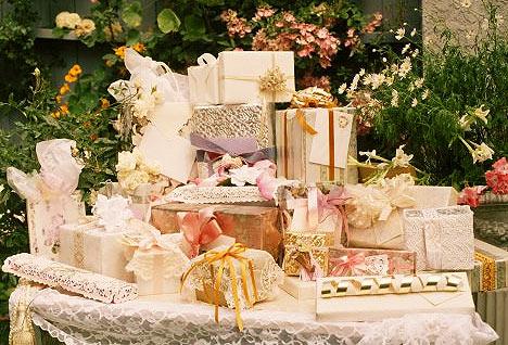 Подарунки на весілля молодятам
