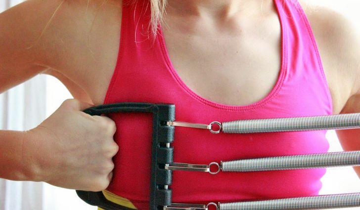 Вправи для накачування рук з еспандером